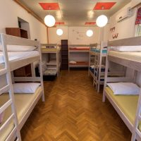 bed-in-10-Crazy-house-hostel-pula-3