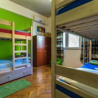 bed-in-4-Crazy-house-hostel-pula-1
