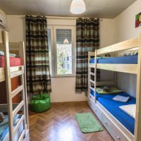 bed-in-4-Crazy-house-hostel-pula