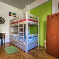 bed-in-4-Crazy-house-hostel-pula-3