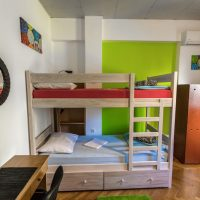bed-in-4-Crazy-house-hostel-pula-5