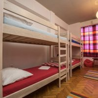 bed-in-8-crazy-house-hostel-pula-2