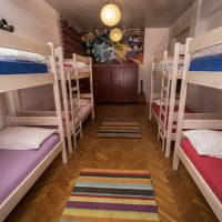 bed-in-8-crazy-house-hostel-pula-4